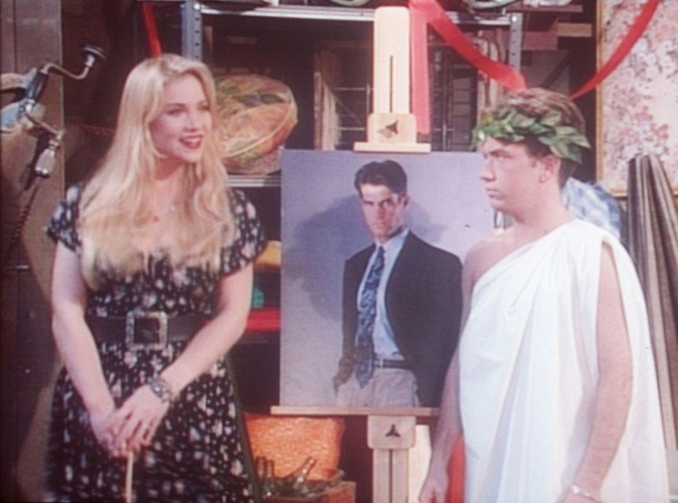 Kelly (Christina Applegate, l.) erklärt Bud (David Faustino, r.), was einen Mann zum Mann macht. - Bildquelle: Columbia Pictures