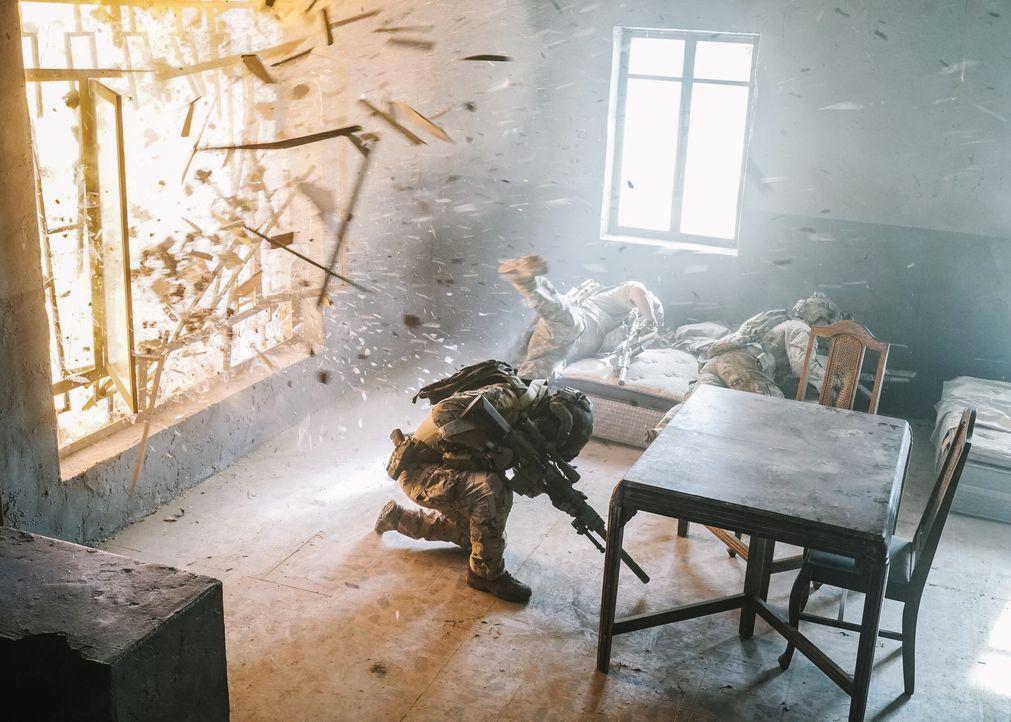 Die SEALs jagen in Dschalalabad noch immer die Hintermänner des Anschlags au... - Bildquelle: Erik Voake CBS   2017 CBS Broadcasting, Inc. All Rights Reserved / Erik Voake