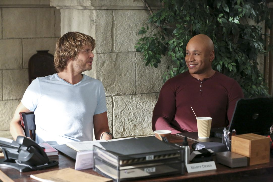 Ermitteln in einem neuen Fall: Deeks (Eric Christian Olsen, l.) und Sam (LL Cool J, r.) ... - Bildquelle: Michael Yarish 2015 CBS Broadcasting, Inc. All Rights Reserved.