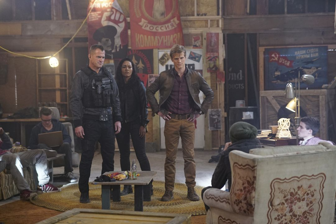 (v.l.n.r.) Jack Dalton (George Eads); Riley Davis (Tristin Mays); Angus MacGyver (Lucas Till) - Bildquelle: Annette Brown CBS © 2018 CBS Broadcasting, Inc. All Rights Reserved. / Annette Brown