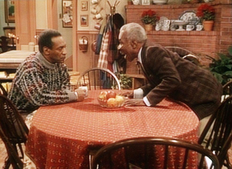Cliffs (Bill Cosby, l.) alter Basketball-Trainer Berry (Tiger Haynes, r.) schwärmt von alten Zeiten. - Bildquelle: Viacom