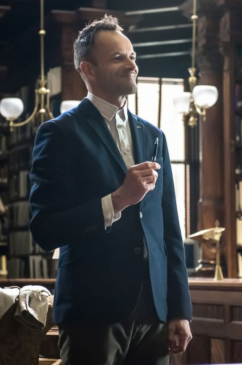 Genialer Ermittler mit ganz besonderen Fähigkeiten: Sherlock Holmes (Jonny Lee Miller) ... - Bildquelle: CBS Television