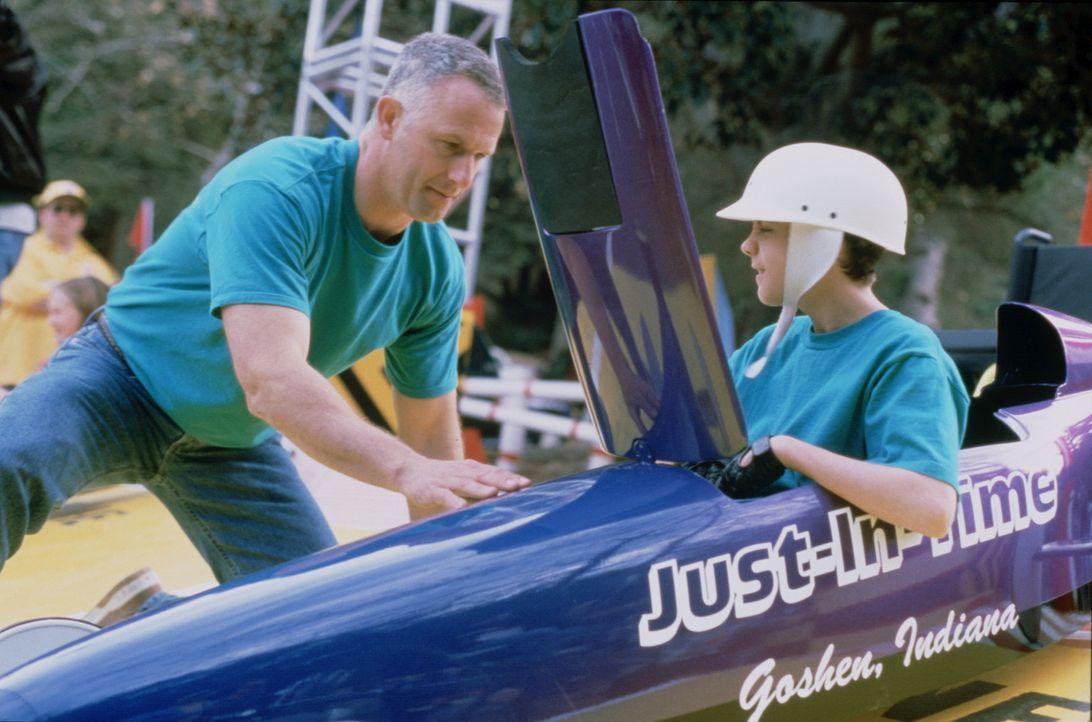 Obwohl der 12-jährige Justin (Frankie Muniz, r.) behindert ist, träumt er davon, Seifenkisten-Rennen fahren zu können. Mit der unermüdlichen Hil... - Bildquelle: Disney