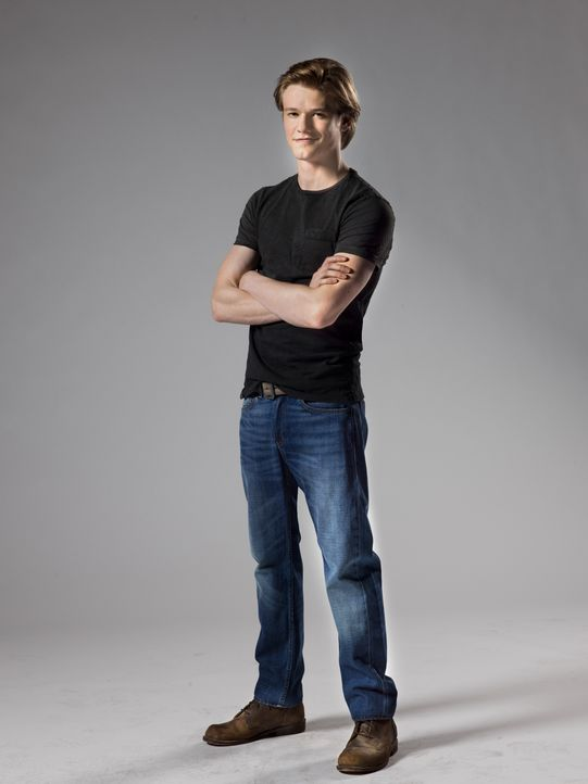"(1. Staffel) - Bombenbastler Angus ""Mac"" MacGyver (Lucas Till) - Bildquelle: 2016 CBS Broadcasting, Inc. All Rights Reserved"