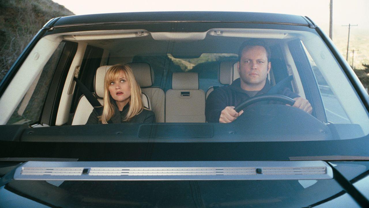 Eigentlich wollten Brad (Vince Vaughn, r.) und Kate (Reese Witherspoon, l.), das anstehende Weihnachtsfest ohne ihre Eltern beziehungsweise Schwiege... - Bildquelle: Warner Bros. Television