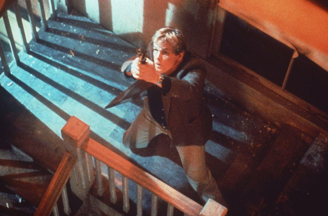 Während der wortgewandte Reggie als nervtötendes Plappermaul seine Probleme einfach totschwatzt, beseitigt Jack (Nick Nolte) sie lieber mit dem Schu... - Bildquelle: Paramount Pictures