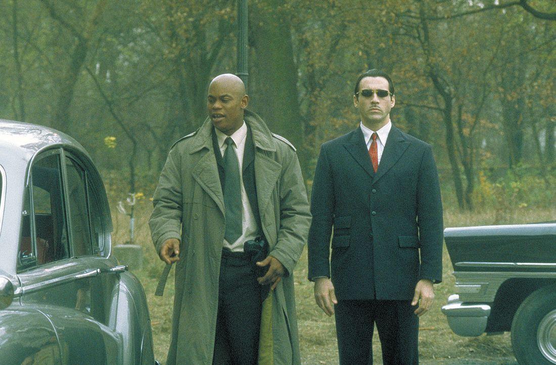 Steven (Bokeem Woodbine, l.) wird der Vampir Aaron Grey (Adrian Paul, r.) zur Seite gestellt, um den Mörder zu fangen und damit die Einigung zwisch... - Bildquelle: 2004 Sony Pictures Television International. All Rights Reserved.