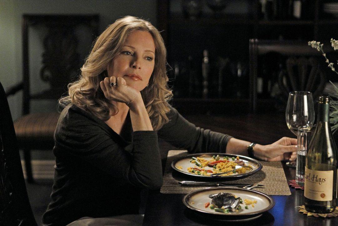 Bei den Ermittlungen in einem neuen Fall stoßen Gibbs und seine Kollegen auf Duckys neue Romanze Mary Courtney (Cheryl Ladd). Doch hat sie wirklich... - Bildquelle: CBS Television