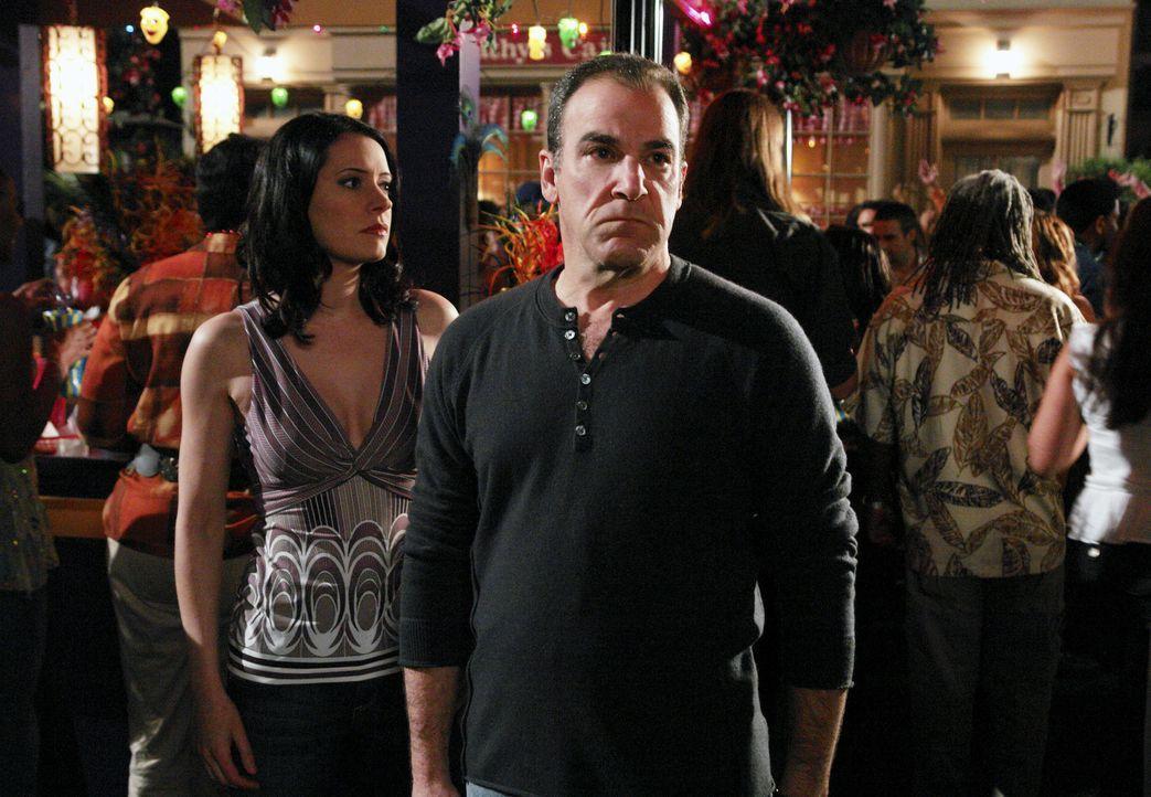 Versuchen einen Serienmörder das Handwerk zu legen: Jason Gideon (Mandy Patinkin, r.) und Emily Prentiss (Paget Brewster, l.) ... - Bildquelle: Touchstone Television