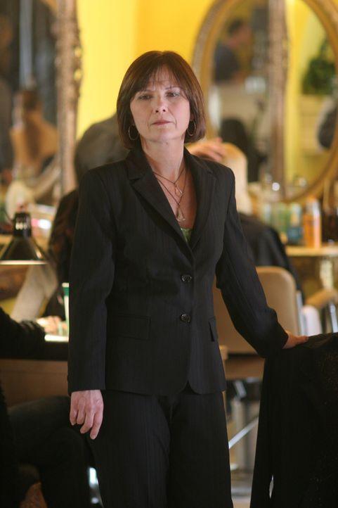 Hat Kitty (Mary Gordon Murray) etwas mit dem Mord an Lindsay Chase zu tun? - Bildquelle: Warner Bros. Television