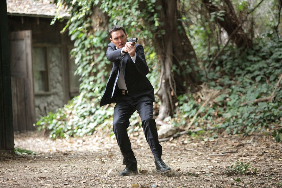 Auf der Suche nach dem Mörder von Justin DeGeorge: Wayne (Owain Yeoman) ... - Bildquelle: Warner Bros. Television