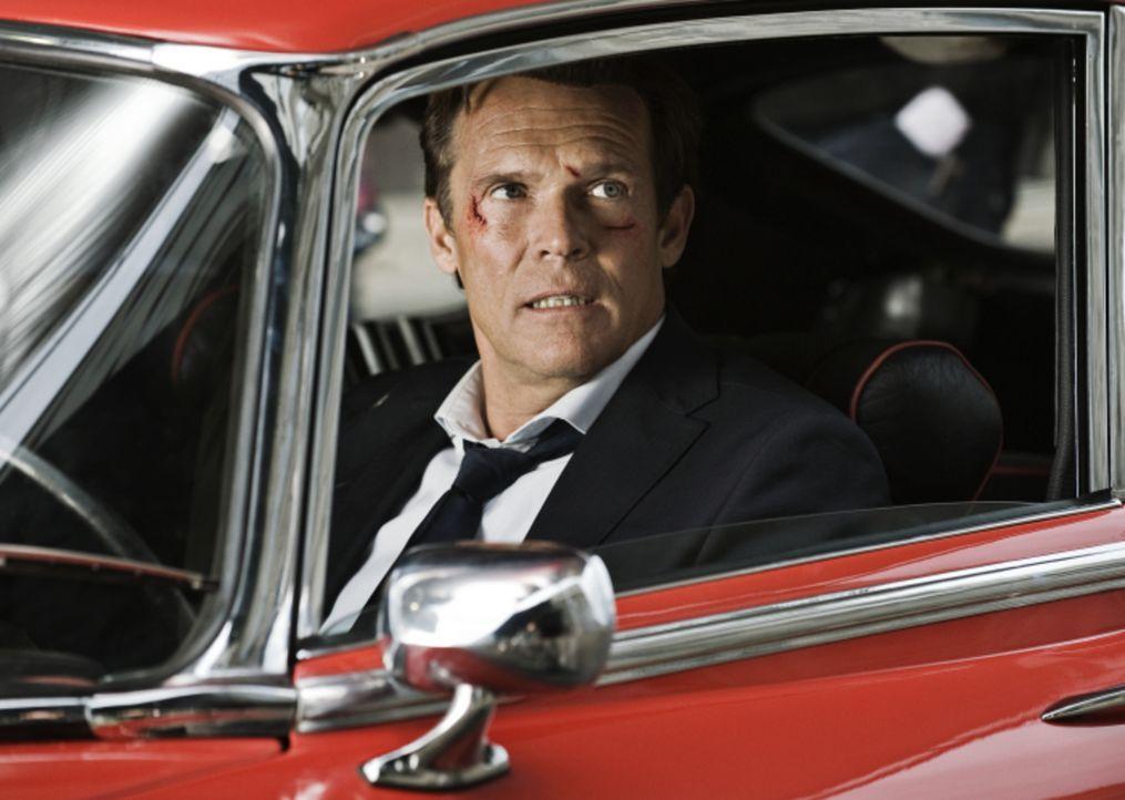 Jahrelang galt Jerry Cotton (Christian Tramitz) als der beste New Yorker FBI-Agent, aber die Zeiten ändern sich, als ein Auftrag gründlich schief ge... - Bildquelle: 2010   Constantin Film Verleih GmbH
