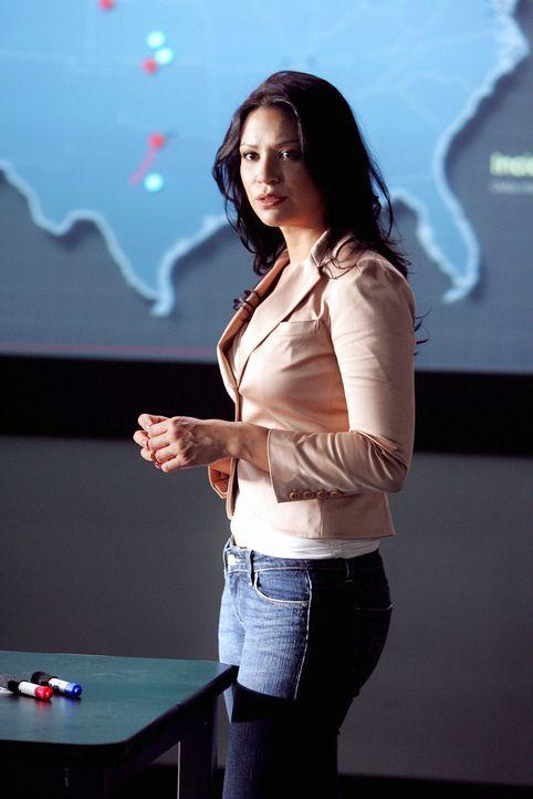 Amita (Navi Rawat) und das restliche Team versuchen Crystal Hoyle zu stoppen ... - Bildquelle: CBS International Television