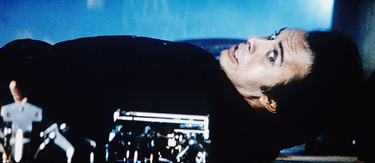 Der verrückte Ingenieur Charles Luther (Gene Simmons) hat wohl einen seiner Roboter falsch programmiert ... - Bildquelle: TriStar Pictures