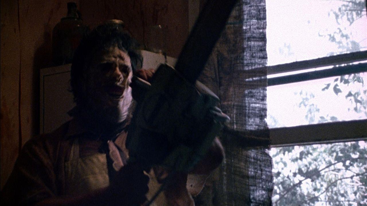 Am liebsten zerstückelt er seine Opfer mit einer Kettensäge: Leatherface ( Gunnar Hansen) ...