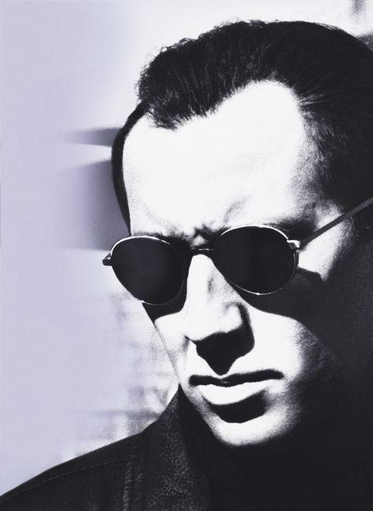 Der ehrgeizige Privatdetektiv Tom Welles (Nicolas Cage) erhält von einer reichen Witwe einen lukrativen Auftrag: Sie hatte einen Film im Safe ihres... - Bildquelle: Columbia Pictures