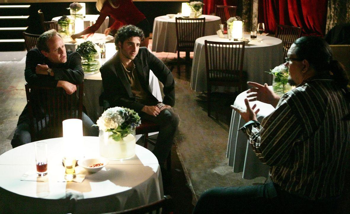 Die Ermittlungen laufen auf Hochtouren: Larry (Peter MacNicol, l.), Charlie (David Krumholtz, M.) und Penn Jillette (Penn Jillette, r.) ... - Bildquelle: Paramount Network Television