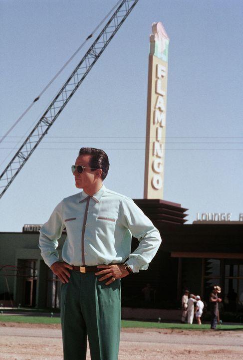 """""""Bugsy"""" (Warren Beatty), der immer mächtiger wird, entwickelt eine fast größenwahnsinnige Idee: Er möchte mitten in der Wüste von Nevada ein ri... - Bildquelle: CPT Holdings, Inc. All Rights Reserved."""