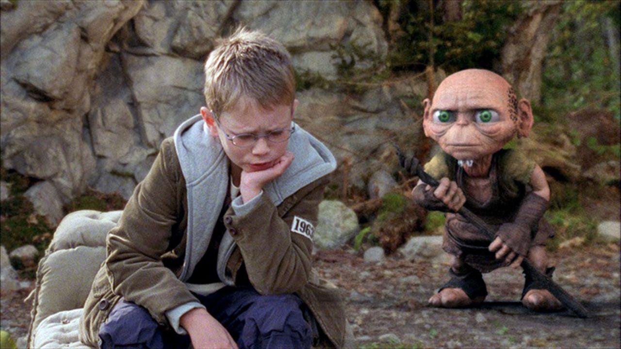 Auf der Suche nach seinem Vater lernt Tim (Lukas Schust, l.) den kauzigen Druiden Oki kennen ... - Bildquelle: Martin Menke Sat.1