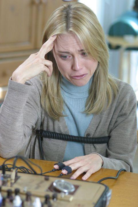 Was hat Amber Frey (Tracy Middendorf) mit dem Verschwinden der schwangeren Laci Peterson zu tun? - Bildquelle: 2004 Sony Pictures Television Inc. All Rights Reserved.