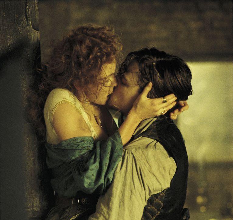 """Zwischen Amsterdam Vallon (Leonardo DiCaprio, r.) und Jenny Everdeane (Cameron Diaz, l.) hat es gefunkt. Wenn das Bill """"The Butcher"""" Cutting wüsste... - Bildquelle: Miramax Films"""