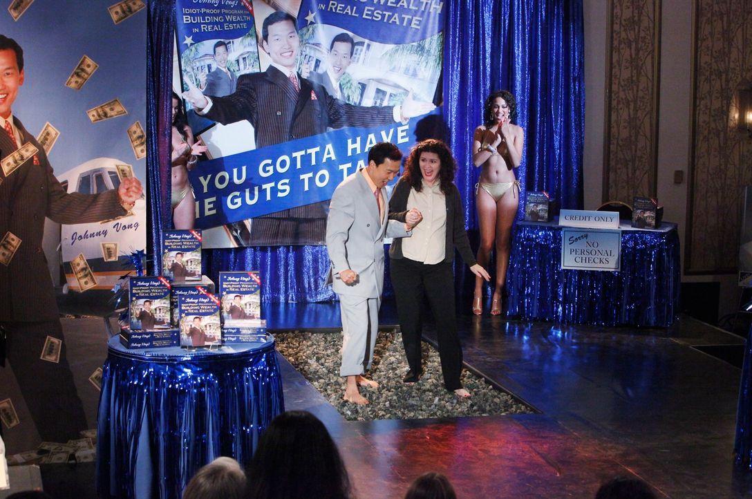Begeistert als Selbsthilfeguru (Eddie Shin) die Bürger der Nation, doch von seinen illegalen Machenschaften ahnt niemand... - Bildquelle: ABC Studios