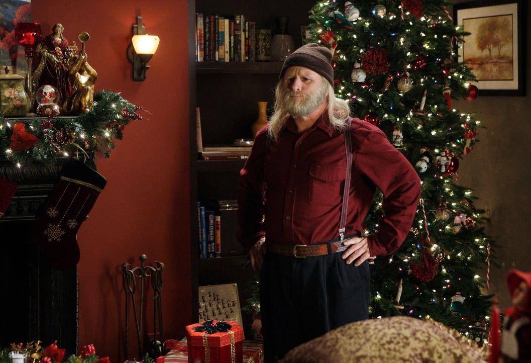 In Melindas Wohnzimmer taucht plötzlich ein Geist auf, der felsenfest davon überzeugt ist, Santa Claus (Gordon Clapp) zu sein ... - Bildquelle: ABC Studios