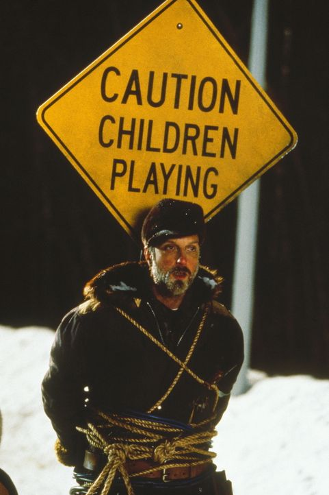 Die Kids setzten alles daran, dass der garstige Schneepflugfahrer (Chris Elliott) seinen Job nicht richtig ausführen kann, damit sie länger schulfre... - Bildquelle: Paramount Pictures