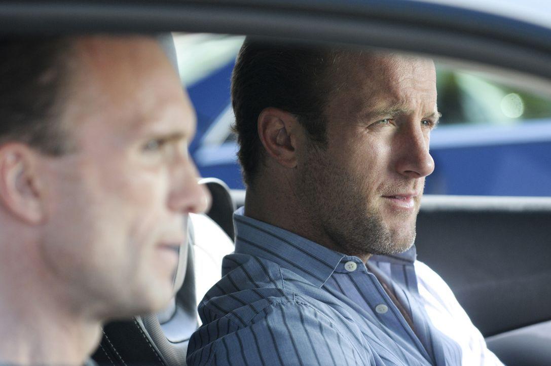 Ein US-Marshal wird in einem Flugzeug ermordet, wie sich herausstellt, ein ehemaliger Kollege und Freund von Danny (Scott Caan, r.). Das Five-O Team... - Bildquelle: TM &   CBS Studios Inc. All Rights Reserved.