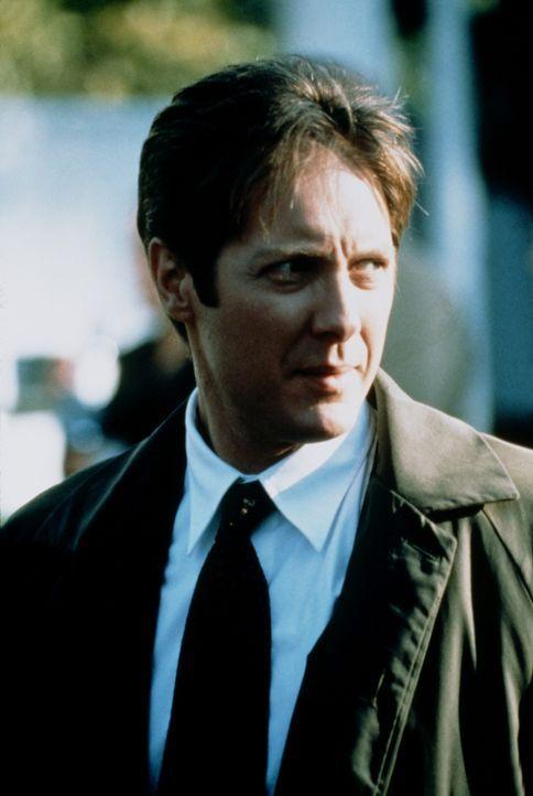 Campbell (James Spader) kann nicht vergessen, wovor er nach Chicago geflüchtet ist: dem Feuertod seiner Geliebten, die dem Killer zum Opfer fiel ... - Bildquelle: Universal Pictures