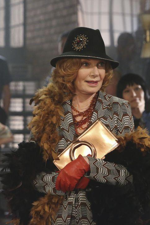 Richard Castles Mutter Martha (Susan Sullivan) hat die Regie beim 70er-Jahre-Spiel übernommen und stürzt sich mit Begeisterung in die Aufgabe, nicht... - Bildquelle: 2013 American Broadcasting Companies, Inc. All rights reserved.