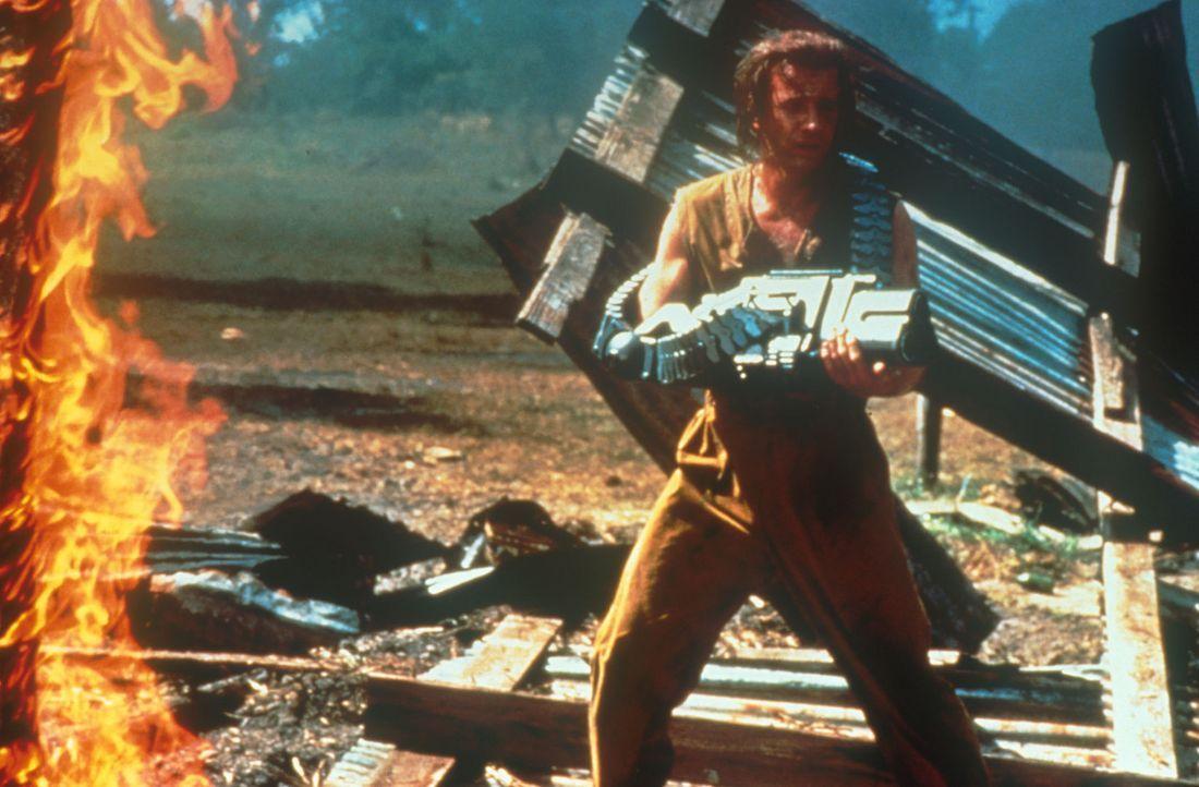 Obwohl die Flucht aus dem Hi-Tech-Gefängnis schier unmöglich scheint, lässt sich John (Christopher Lambert, l.) keineswegs unterkriegen ... - Bildquelle: Dimension Films