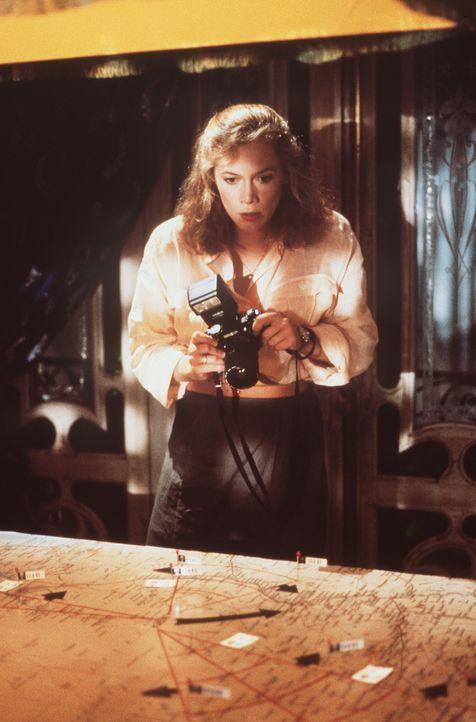 Als Joan (Kathleen Turner) die ruchlosen Pläne ihres Gastgebers entdeckt, entschließt sie sich zur Flucht. Aber sie rechnet nicht mit Omars Anhängli... - Bildquelle: 20th Century Fox Film Corporation