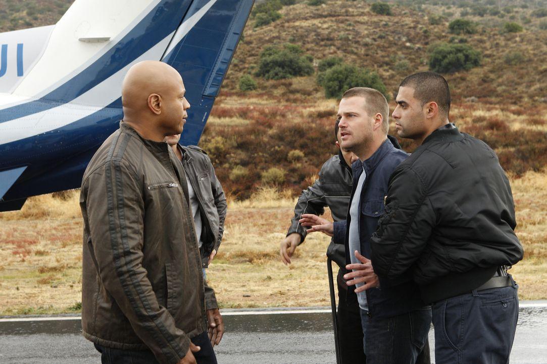 Als ein Fahrzeug eines diplomatischen Dienstes mit unbekannter Fracht entführt wurde, müssen Callen (Chris O'Donnell, 2.v.r.) und Sam (LL Cool J, l.... - Bildquelle: CBS Studios Inc. All Rights Reserved.