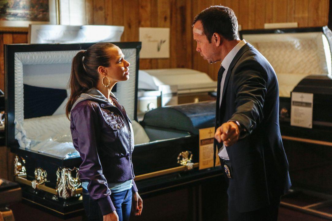Zu denken, bei Nora (Ana Nogueira, l.) einen Vorteil zu haben, nur weil er sie früher als Zeugin vernommen hat, war ein Fehler. Jetzt muss Danny (Do... - Bildquelle: Craig Blankenhorn 2013 CBS Broadcasting Inc. All Rights Reserved.