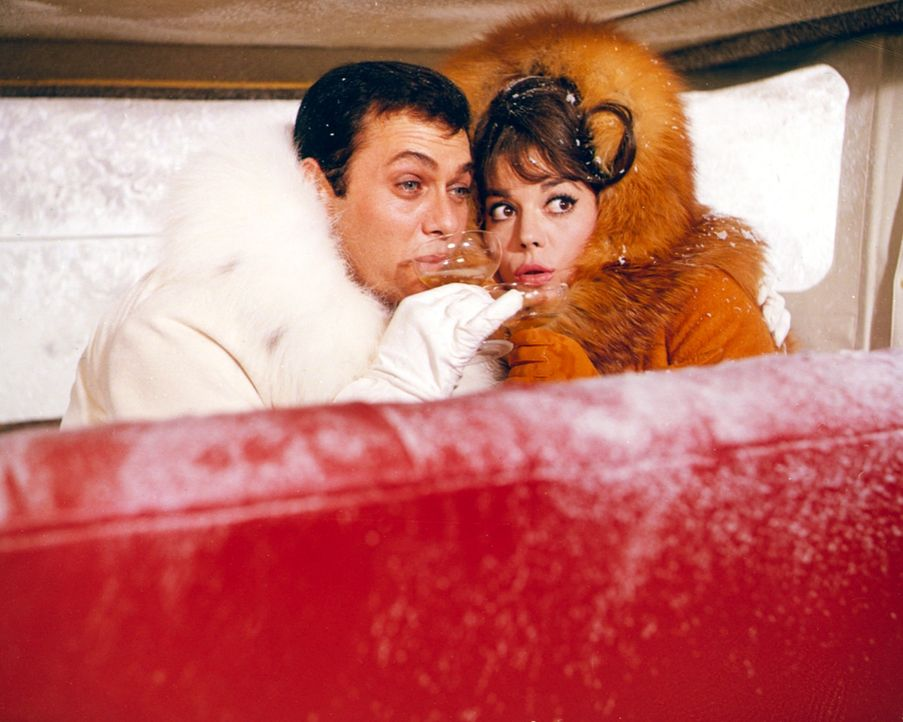 The Great Leslie (Tony Curtis, l.); Maggie Dubois (Natalie Wood, r.) - Bildquelle: 1965 Warner Bros. Entertainment Inc. and Patricia-Jalem Reynard Company. Renewed   1993 Jalem Productions, Inc., Blake Edwards, Tony Curtis and Warn