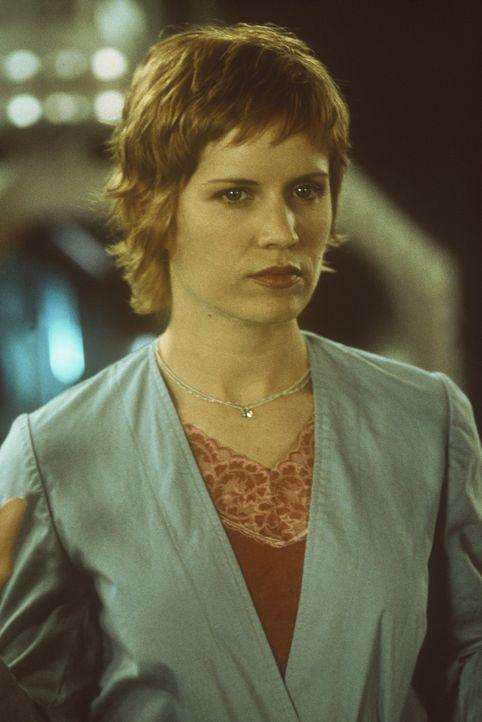 In den unterirdischen Gängen des Labors beginnt für Sarah (Kim Dickens) ein Überlebenskampf mit geringen Erfolgsaussichten ... - Bildquelle: Columbia Pictures
