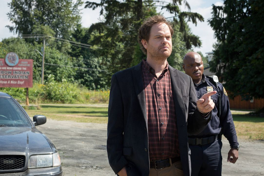 Ihre neuester Fall führt Backstrom (Rainn Wilson, l.) und Officer Moto (Page Kennedy, r.) in den Heimatort von Backstrom, mit dem er nicht gerade gu... - Bildquelle: 2015 Fox and its related entities. All rights reserved.