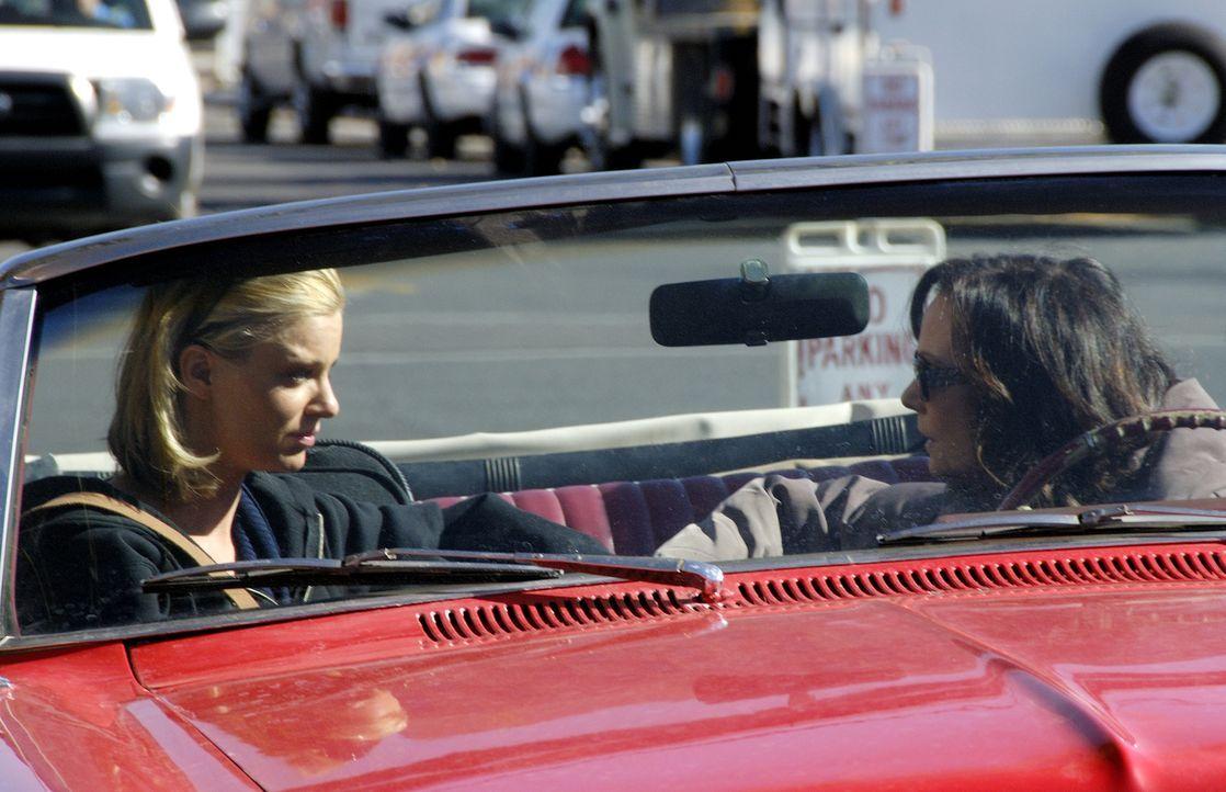 Brandi (Nichole Hiltz, l.) gesteht ihrer Mutter (Lesley Ann Warren, r.), dass sie sich in großen Schwierigkeiten befindet ... - Bildquelle: Ursula Coyote USA Network