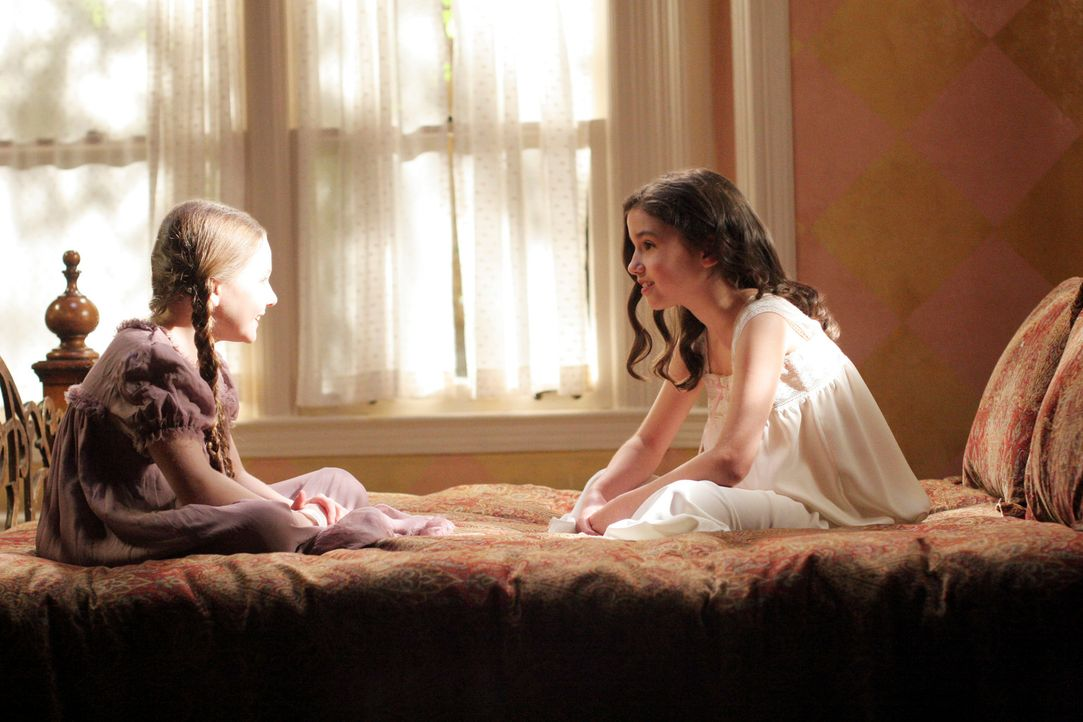 Rückblick: Melinda (Grace Fulton, r.) freundet sich mit dem Geist der kleinen Sarah (Abigail Breslin, l.) an ... - Bildquelle: ABC Studios