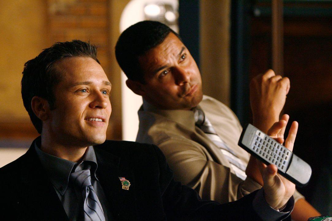 Siegessicher: Kevin (Seamus Dever, l.) und Javier (Jon Huertas, r.) sind voller Hoffnung, ihren Fall vor Castle und Kate zu lösen ... - Bildquelle: ABC Studios