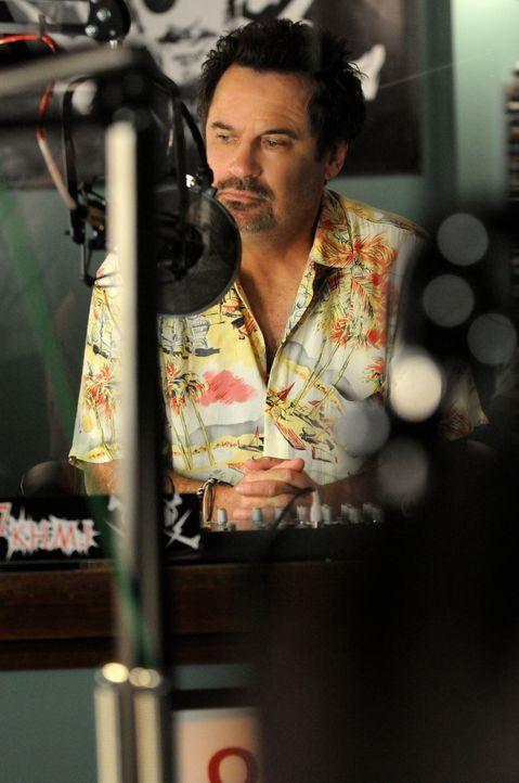 Wird Opfer eines Bombenanschlags: Bobby Raines (Dennis Miller) ... - Bildquelle: TM &   CBS Studios Inc. All Rights Reserved.
