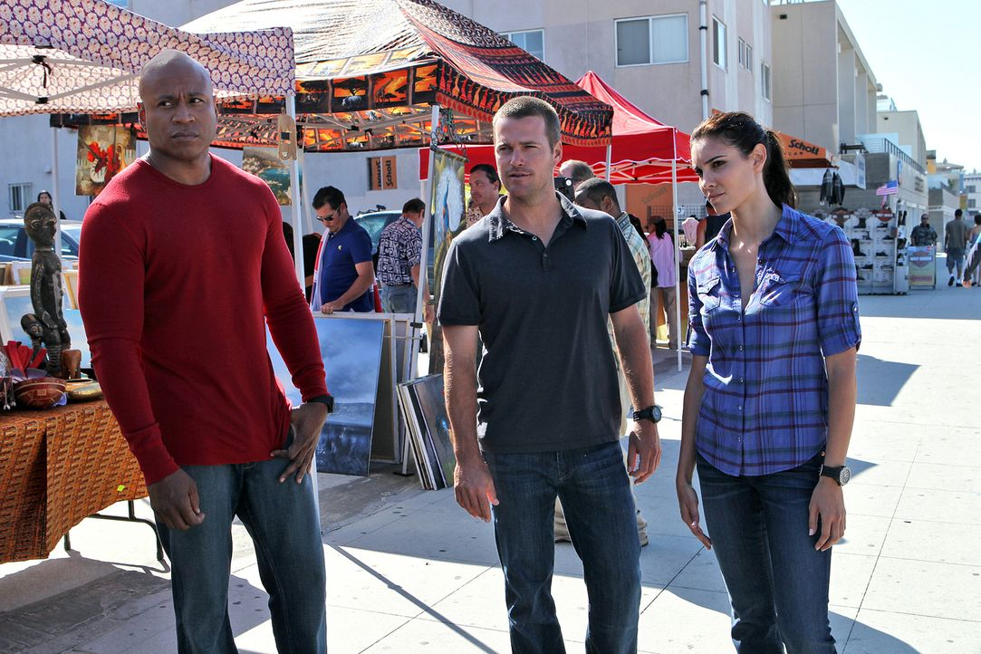 Ermitteln undercover in einem neuen Fall: Callen (Chris O'Donnell, M.), Sam (LL Cool J, l.) und Kensi (Daniela Ruah, r.) ... - Bildquelle: CBS Studios Inc. All Rights Reserved.