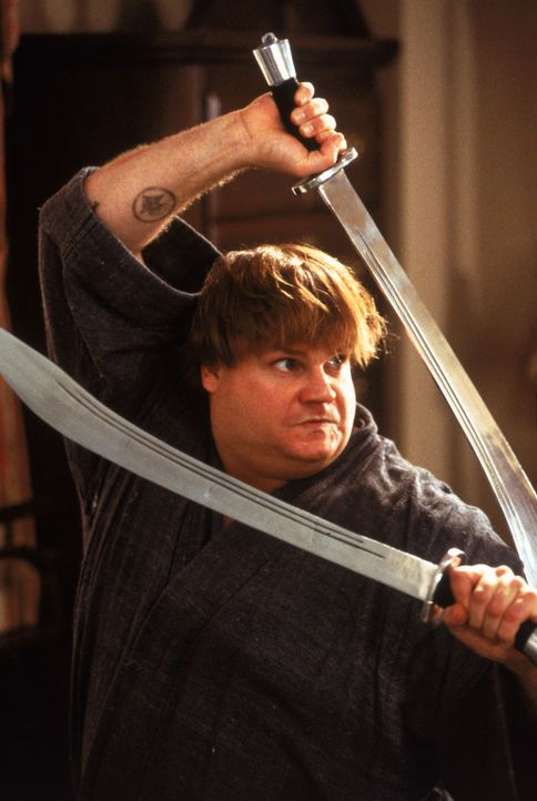 Soll der Meister aller Ninjas sein: Haru (Chris Farley) ... - Bildquelle: 1997 TriStar Pictures, Inc. All Rights Reserved.