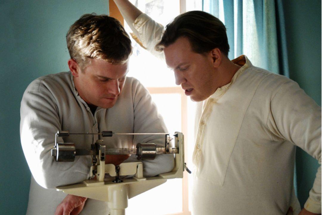 Hat mit Gewichtsproblemen zu kämpfen: Gamser (Sebastian Bezzel, l.) ... - Bildquelle: Constantin Film Verleih GmbH